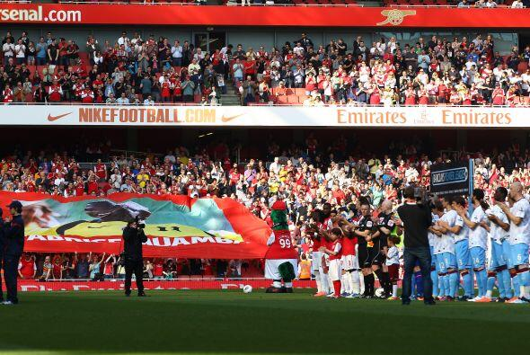 Arsenal se enfrentó al Aston Villa en medio de un homenaje a Fabr...
