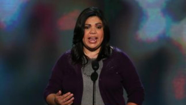 La inmigrante indocumentada, Benita Veliz, pronuncia un breve discurso d...