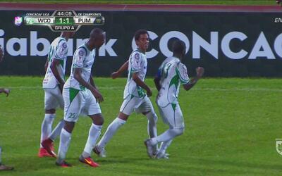 Hughtun Hector le marca un golazo de tiro libre a Pumas