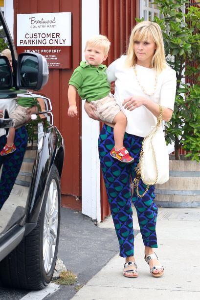 Reese Witherspoon logró usar unos pantalones divertidos y en supe...