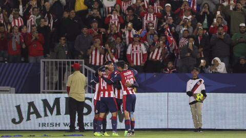 Chivas celebra uno de los dos goles que le hizo al León.