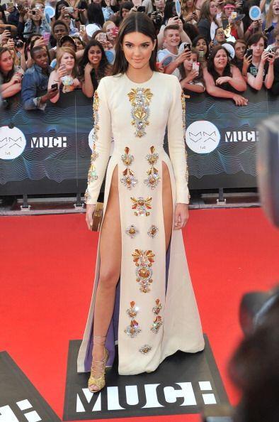 ¡Este vestido de Fausto Puglisi la refrescó de pies a cabez...