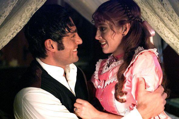 """En """"Amor Real"""" Colunga tuvo escenas muy candentes con Adela Noriega."""