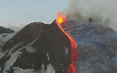La espectacular erupción del volcán Etna (tomas aéreas)