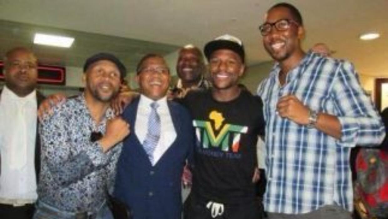 Floyd Mayweather Jr. llegó a Sudáfrica (Foto: Twitter).