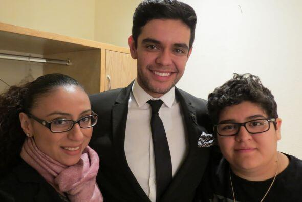 Michelle Lardiere, Espiridión Magaña y Stephanie Guzmán en camerinos.