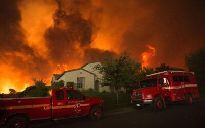 Unas 1,500 propiedades están amenazadas de forma directa por el fuego