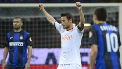 Totti aparece festejando el pase a la final de la Coppa luego de dejar e...