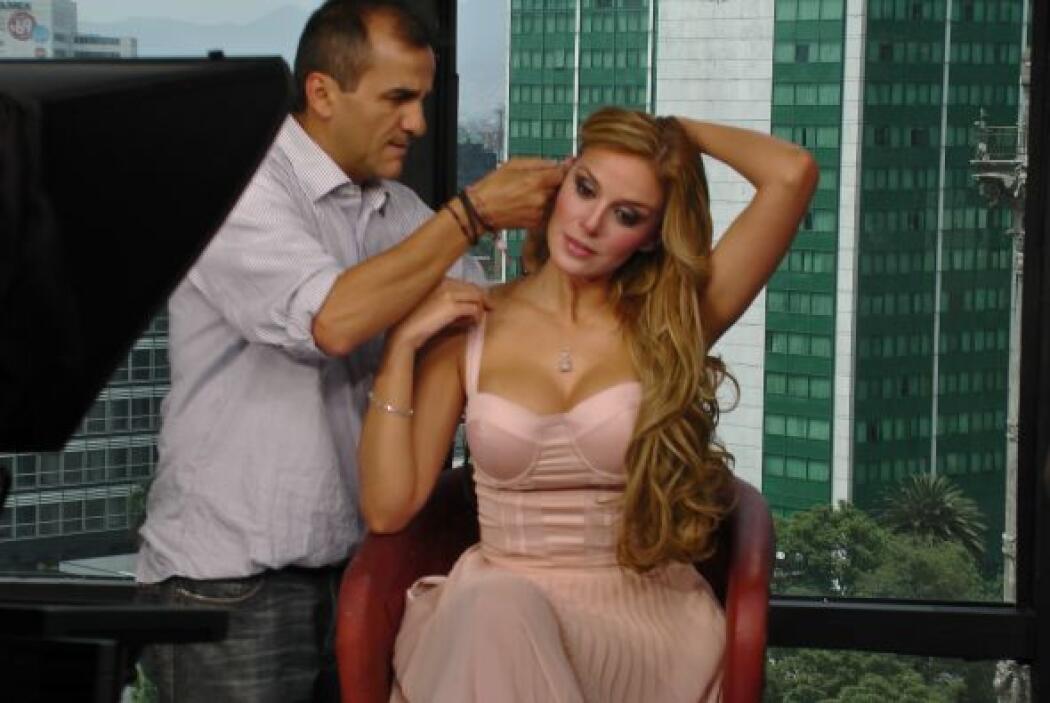 La guapa actriz estuvo desde la oficina de México para poder hacer un en...