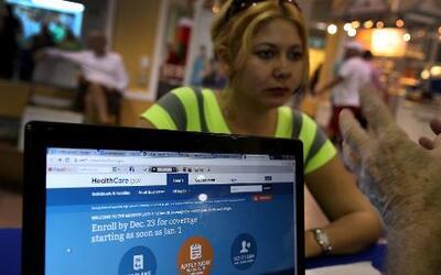 ¿Por qué los hispanos han adquirido menos seguros médicos?