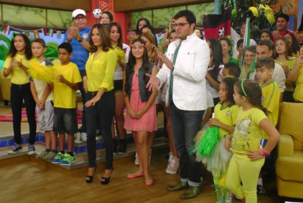 Además, Karla aprovechó el momento para mostrar sus mejores pasos de samba.