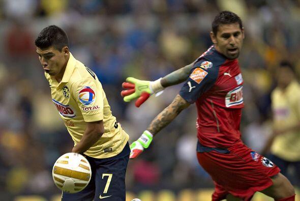 Luis Ángel Mendoza intentó burlar a Jonathan Orozco con un 'sombrerito',...