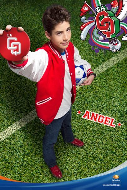 Es el capitán del equipo de fútbol, hermano de Adri y enamorado de Clara...
