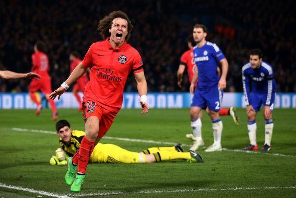 El defensa brasileño del PSG, David Luiz, al igual que Benzema pe...