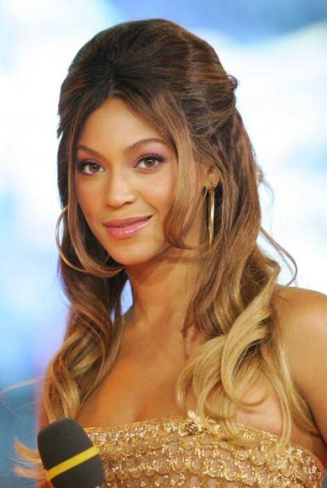 La también actriz renunció al pelo en la cara y adoptó un par de mechone...