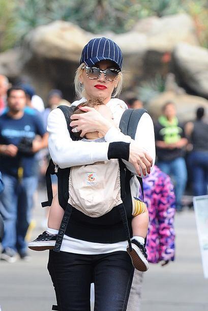 Gwen Stefani puede usar esas gafas grandes y llamativas porque tiene una...