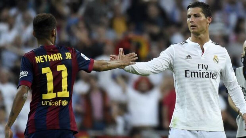 Grandes figuras del fútbol avalan la campaña que busca detener el ébola.