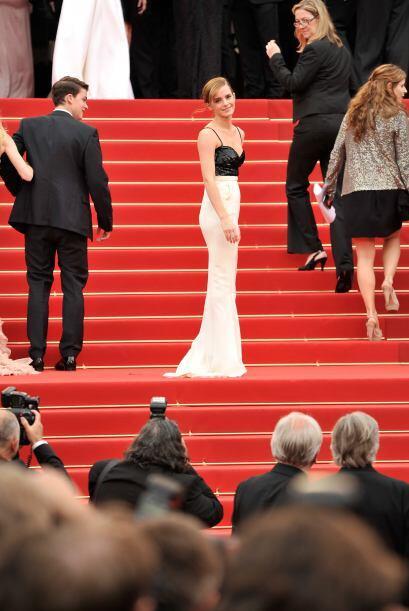 Emma Watson se sumó a la moda del blanco y negro.