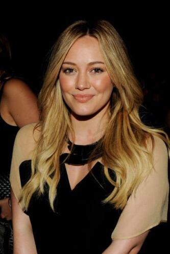 Hilary Duff hace de todo un poco, es actriz, cantante, compositora, empr...