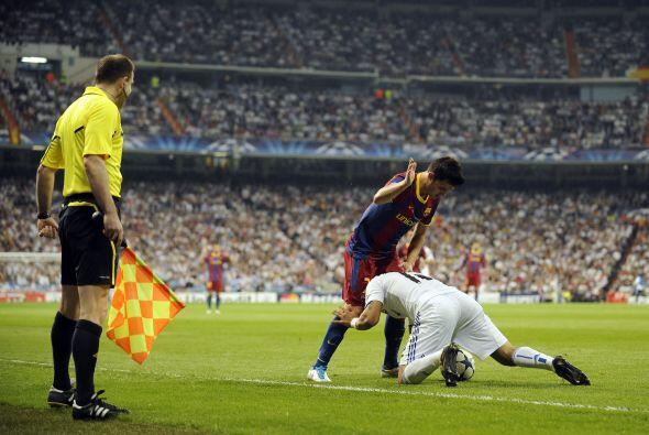 Marcelo se vio en problemas en la marca de Messi.