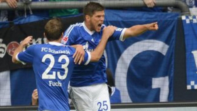 Huntelaar hizo dos goles, pero sólo bastaron para que el Schalke evitara...