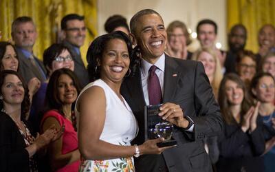 El presidente Barack Obama posa con Jahana Hayes, reconocida en la Casa...