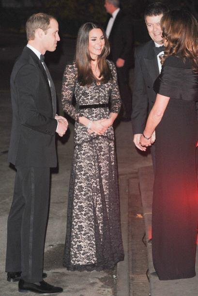 Por su parte, Kate Middleton prefiere apostar por la elegancia. Esta muj...