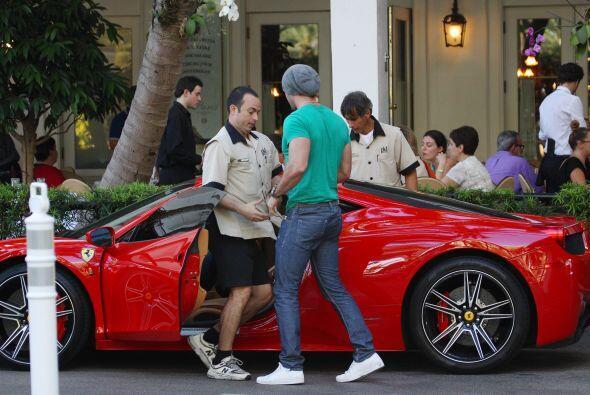 Pero este Lamborghini no es el primer auto deportivo de la estrella. M&a...