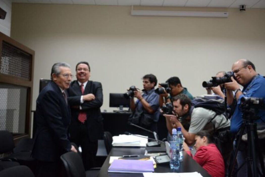 En las 84 declaraciones de testigos presentados por López, tampoco se me...