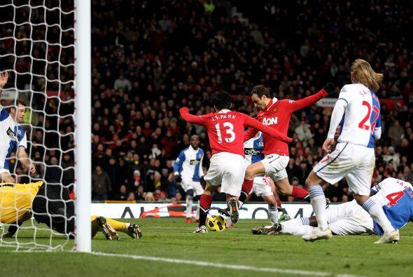 Dimitar Berbatov fue el hombre de la noche, convirtió 5 goles y s...