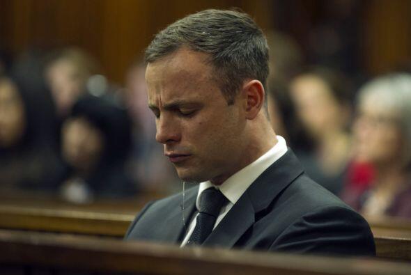 Oscar Pistorius fue condenado este martes a cinco años de prisión por la...