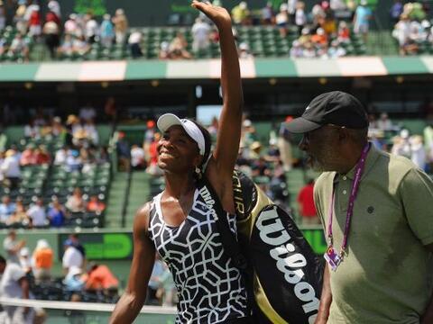 La estadounidense Venus Williams quedó fuera del Abierto de Miami...
