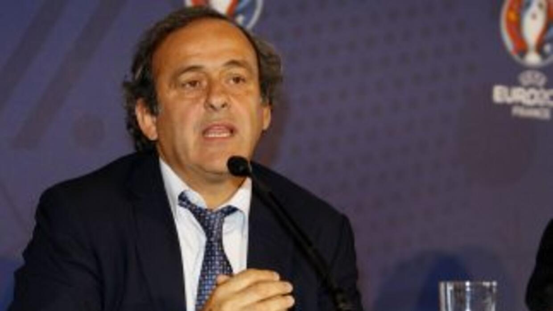 El presidente de FIFA, vieja gloria del balompié francés, no quiso opina...
