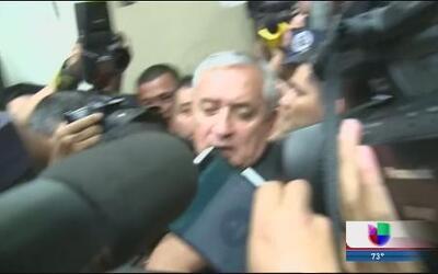 Guatemaltecos en Chicago dan su opinión por renuncia del presidente de G...