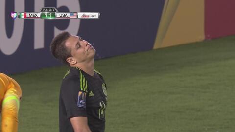 'Chicharito' se come un gol a puerta vacía
