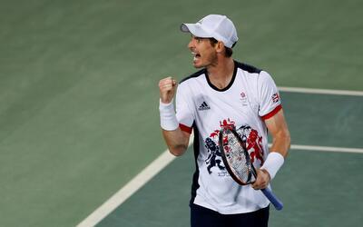 El británico Andy Murray festeja tras ganar un punto ante el arge...