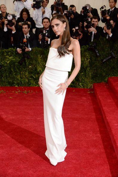 Victoria Beckham se enfundó en un vestido de dos piezas que ella misma d...