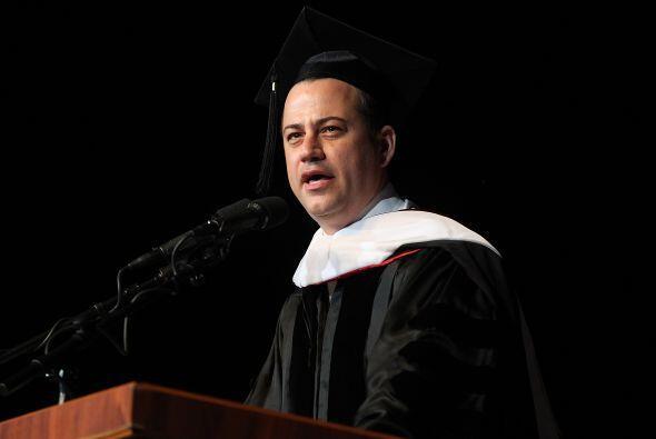 El cómico y presentador de televisión Jimmy Kimmel recibió un grado hono...