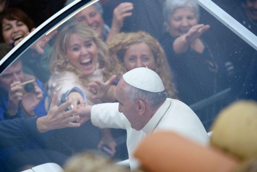 A su llegada a Asís, el Papa se reunió con unos 80 minusválidos físicos...