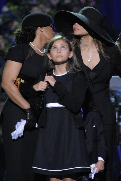 La hija de Michael Jackson, Paris, intentó suicidarse por lo que fue ing...