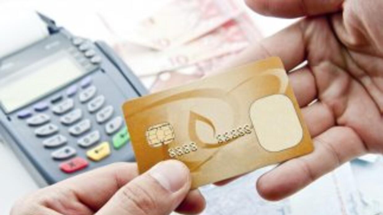 Según las normas dictadas en 2010, los bancos deben preguntarte si quier...