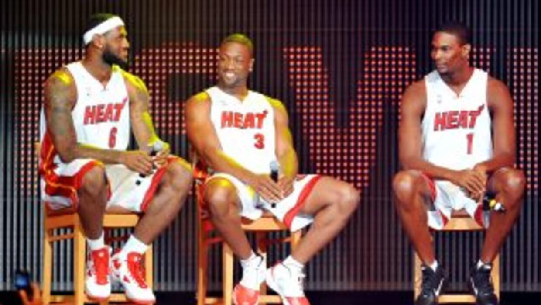 LeBron James, Dwayne Wayde y Chris Bosh en la presentación del nuevo Mia...