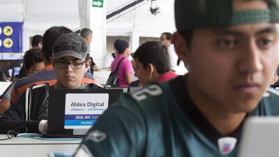 Jóvenes participan de un evento digital en Ciudad de México.