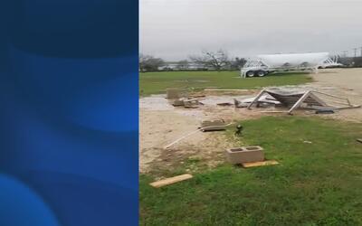 Residentes de Converse, Texas se ven afectados por el paso de tornados