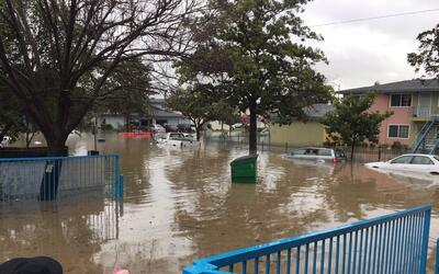 Evacuan a decenas de residentes de San José debido a las inundaciones pr...