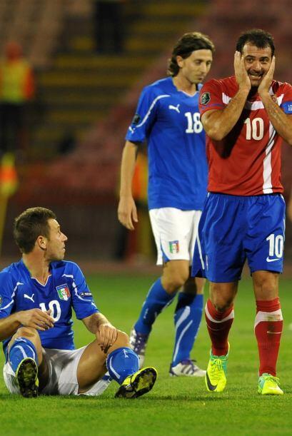Stankovic, de Serbia, 'atendió' a Cassano, de Italia, y quiso hac...