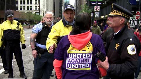 Protesta de empleados de los aeropuertos de Chicago para exigir un aumen...