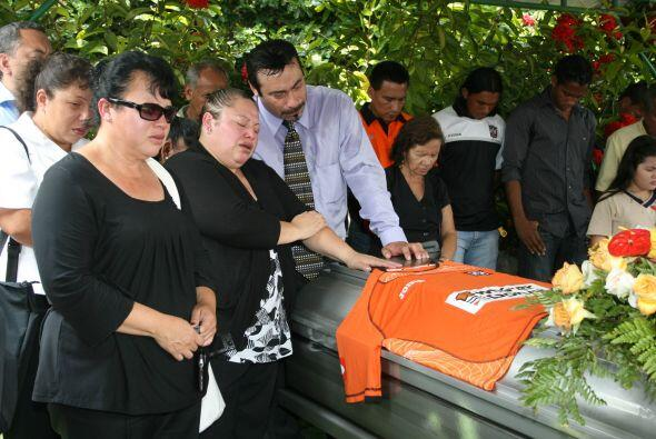 Además de él, en el percance murieron sus hijos Kevin El&i...