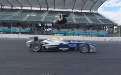 Acrobata desafía Fórmula E