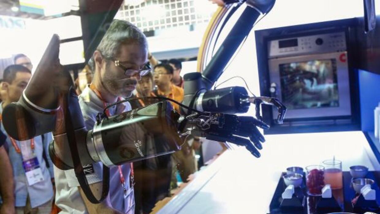 En la CES se presentó un robot chef